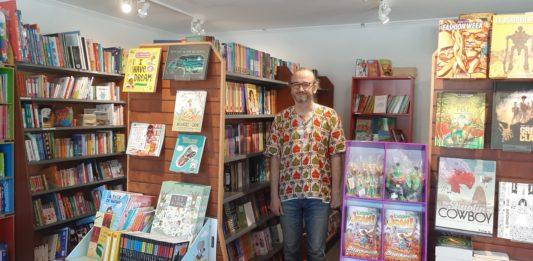 La librairie L'ArLa librairie L'Arlequin avec aussi des magazines français aussi